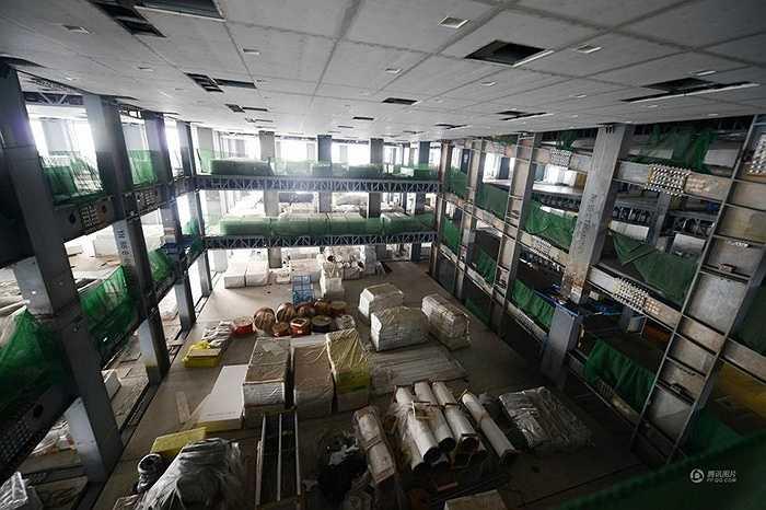 Bên trong tòa nhà 57 tầng đặc biệt này, kết cấu khung thép ấn tượng.