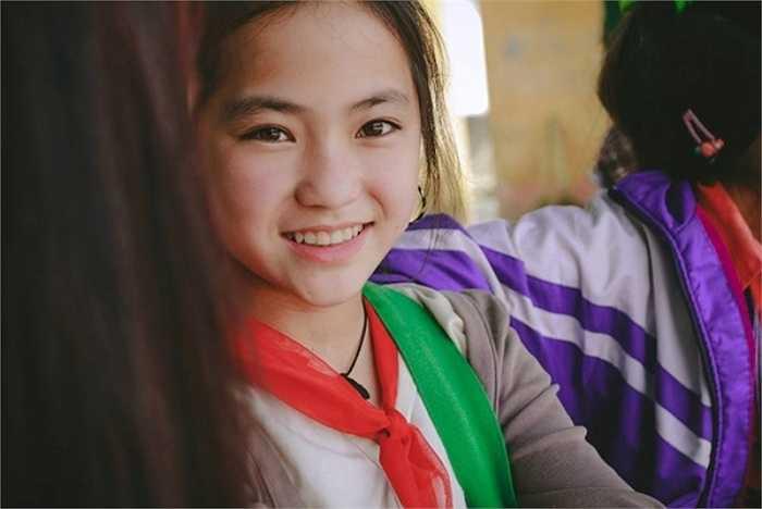 Gần đây, cư dân mạng đang chia sẻ loạt hình ảnh chân dung một bé gái người H'Mông.