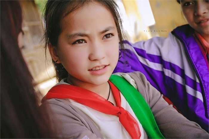 Khoảnh khắc này được Nhiếp ảnh gia Kiều Ngọc Bích ghi lại trong đợt chuyến tình nguyện tại một trưởng tiểu học ở Lũng Cải, Lào Cai vừa qua.