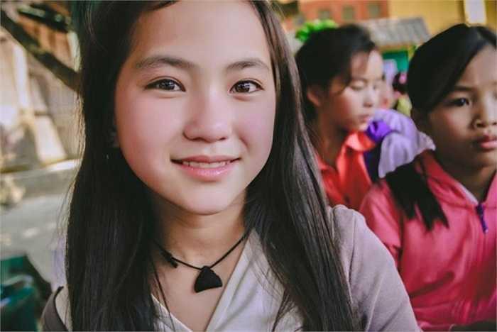 Cùng ngắm nhìn vẻ đẹp tự nhiên của bé gái người H'Mông