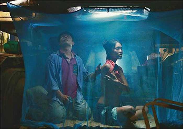 Bộ phim đầu tay của Hoa khôi áo dài có khá nhiều cảnh nóng bên cạnh Bằng Kiều 'giúp' cô 'khoe' vẻ đẹp sexy của mình.
