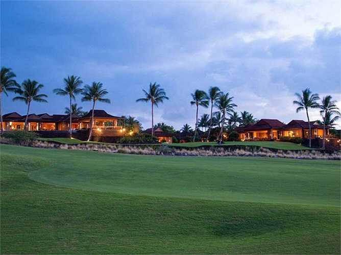 Ngôi nhà này nằm ở Hualalai, Hawaii và gần với 2 sân golf rộng lớn