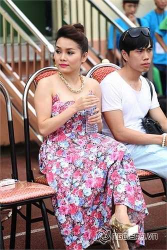 Trước khi diễn gia đám cưới nhạc sĩ Phạm Thanh Hà đã viết tặng vợ ca khúc 'Tình yêu màu nắng' đã làm nên tên tuổi của cô và cũng là một bài hát hot trong một thời gian dài.