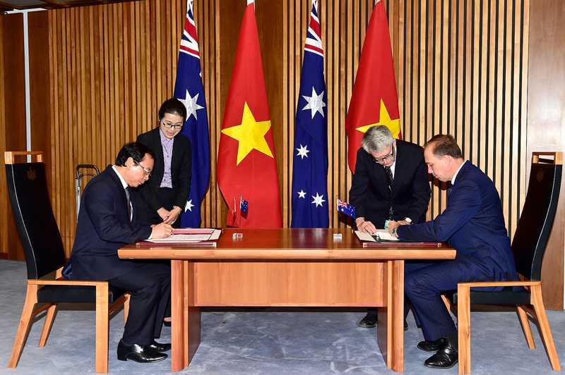 Bộ trưởng, Chủ nhiệm VPCP Nguyễn Văn Nên ký Thỏa thuận Chương trình Lao động Kỳ nghỉ với đại diện Chính phủ Australia