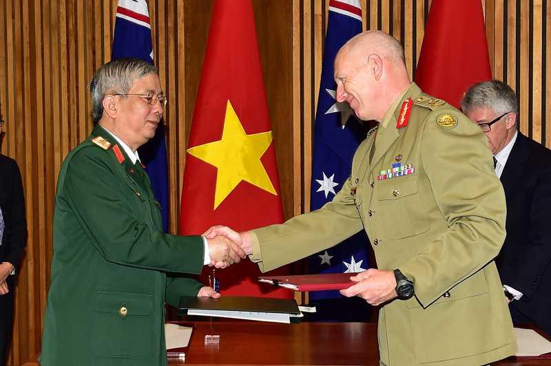 Thượng tướng Nguyễn Chí Vịnh, Thứ trưởng Bộ Quốc phòng ký Bản Ghi nhớ về tham gia hoạt động gìn giữ hòa bình Liên Hợp Quốc của Việt Nam với đại diện Chính phủ Australia