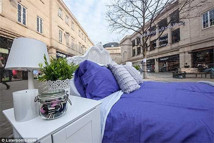 Giá thuê phòng khoảng 50 bảng Anh mỗi đêm cho 2 người (tức khoảng 1,6 triệu đồng)