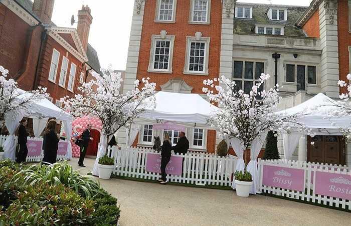 Chi phí của bữa tiệc sinh nhật được dự đoán khoảng 67.000 bảng Anh (tức hơn 2,2 tỷ đồng)