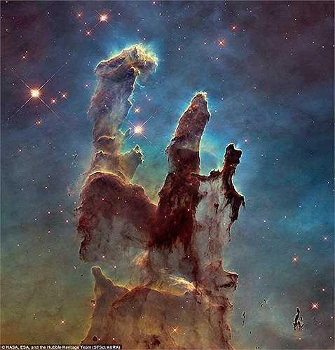 Bức ảnh mới nhất về vẻ đẹp kỳ ảo của Tinh Vân ngoài thiên hà được ghi lại bởi kính viễn vọng Hubble 25 năm tuổi