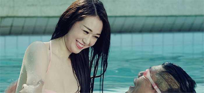 Lần này là một tình huống vô cùng nhạy cảm giữa Thố và 'giáo viên' môn bơi lội xinh đẹp do Khánh My thể hiện.