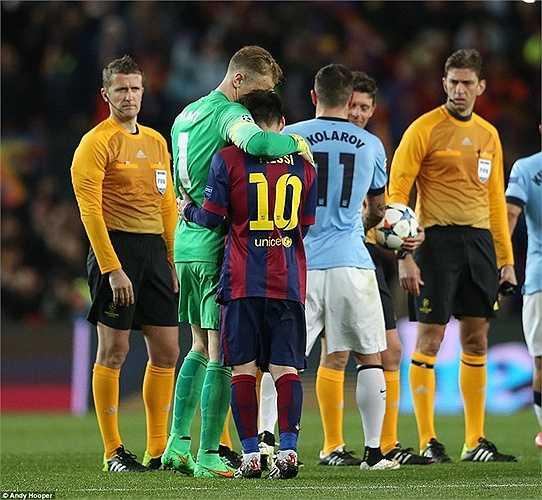 Về cuối trận, Man City còn bỏ lỡ quả phạt đền của Aguero