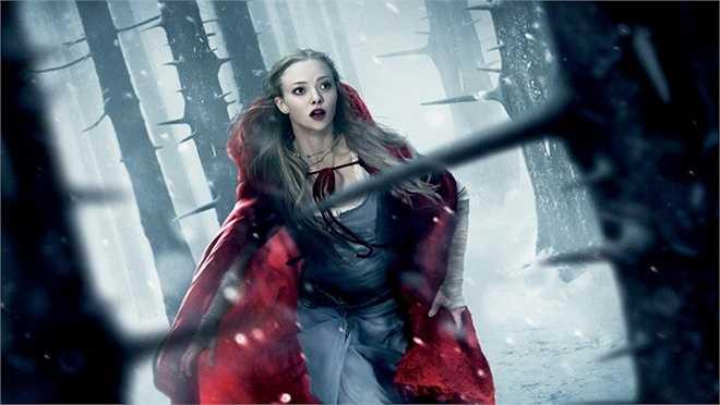 Cô bé quàng khăn đỏ trong Red Riding Hood (2011): Cải biên lại Cô bé quàng khăn đỏ, đạo diễn Catherine Hardwicke (Twilight) biến câu chuyện cổ tích quen thuộc thành một tác phẩm mang hơi hướm kinh dị, rùng rợn. Tuy Red Riding Hood không được giới phê bình đánh giá cao, diễn xuất của Amanda Seyfried trong vai chính vẫn được ghi nhận