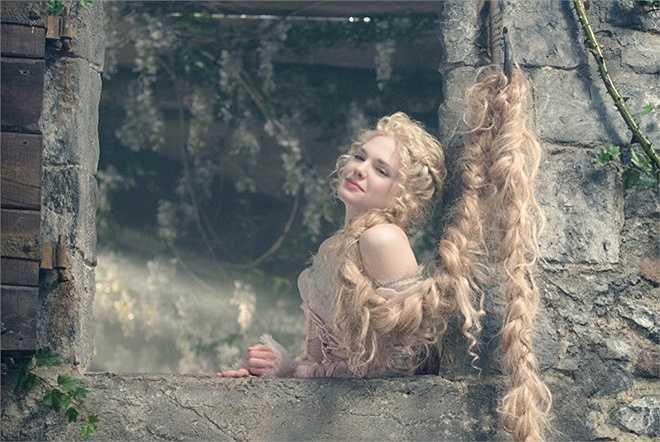 Lọ Lem có nỗi niềm riêng khi cô không biết có nên tới lâu đài của hoàng tử để sống cuộc đời vương giả hay tiếp tục chấp nhận cuộc sống hiện tại. Còn Rapunzel giằng xé khi được một hoàng tử khác đến giải cứu