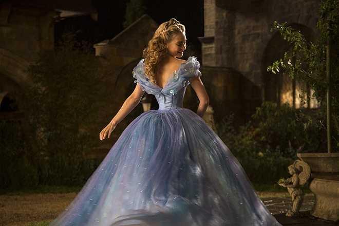Lọ Lem và bà mẹ kế trong Cinderella (2015): Sau Maleficent và Into the Woods, không ít khán giả quan ngại rằng thế giới cổ tích trên màn ảnh rộng đang ngày càng trở nên u ám. Song, Cinderella là một minh chứng cho thấy sự màu nhiệm vẫn còn đó khi phim hoàn toàn trung thành với nguyên tác cổ tích mà vẫn được đánh giá cao.