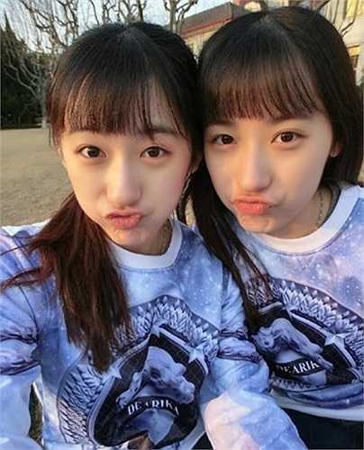 Thời gian qua, hình ảnh của 1 cặp chị em song sinh khác cũng được lan truyền chóng mặt trên khắp các diễn đàn Trung Quốc.