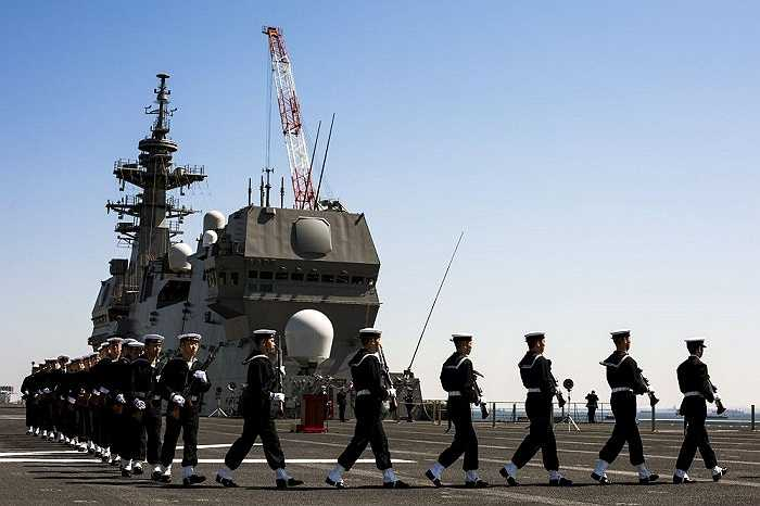Nghi lễ bàn giao tàu Izumo