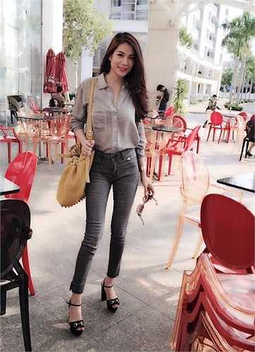 Nữ diễn viên của 'Hương Ga' rất chuộng đồ jeans.