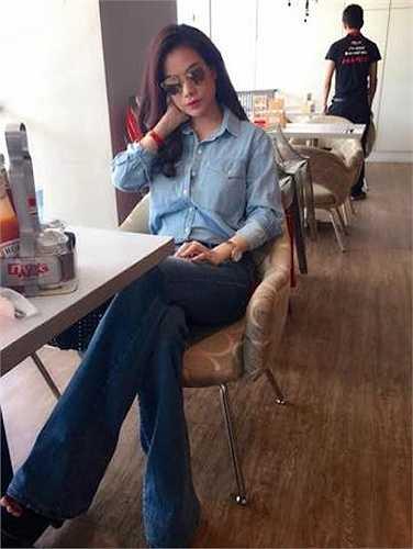 Hiếm nhan sắc Việt U40 nào diện đồ jeans đẹp được như Trương Ngọc Ánh.