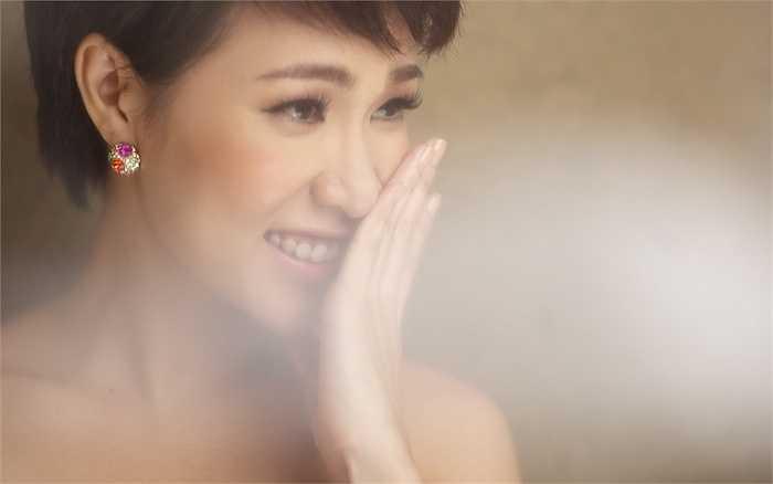 Uyên Linh không sở hữu nhan sắc rạng rỡ, nhưng cô vẫn 'hớp hồn' khán giả bởi giọng hát điêu luyện, truyền cảm.