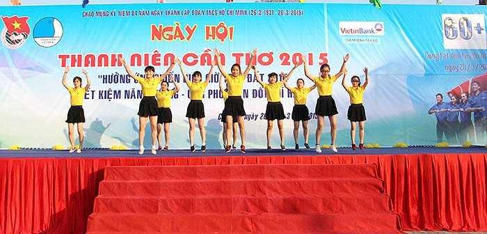 Sáng 26/3, sự kiện Ngày hội thanh niên Cần Thơ hưởng ứng Giờ Trái Đất 2015 được diễn ra tại công viên Lưu Hữu Phước, Tp.Cần Thơ