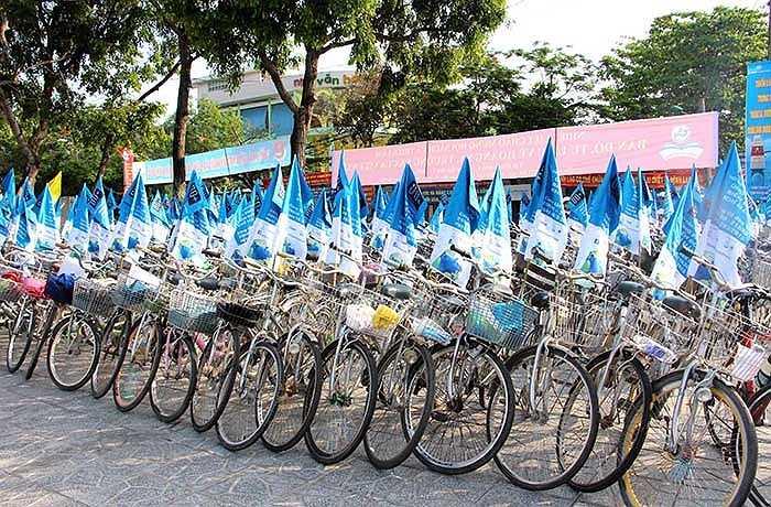 Đi xe đạp ủng hộ tiết kiệm năng lượng