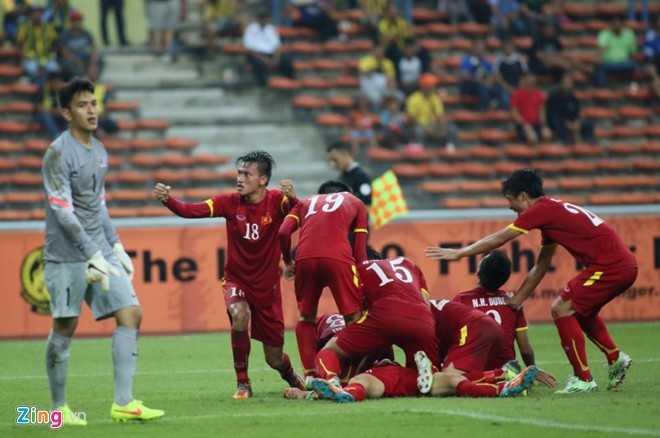 U23 Việt Nam dẫn 2-1
