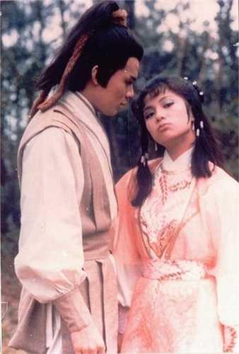 Hai diễn viên trên đã thể hiện chuyện tình đầy lôi cuốn giữa anh chàng Quách Tĩnh khờ khạo và 'Tiểu Đông Tà' Hoàng Dung thông minh, lanh lợi.