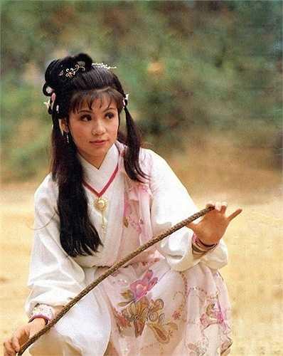 Nhờ vai Hoàng Dung trong Anh hùng xạ điêu, Ông Mỹ Linh trở nên nổi đình nổi đám.Tuy nhiên, đời sống tình cảm không suôn sẻ khiến Ông Mỹ Linh suy sụp. Vào năm1985, cô đã tự tử bằng khí gas và từ giã cõi đời khi mới 26 tuổi, để lại sự tiếc nuốicho hàng triệu khán giả.