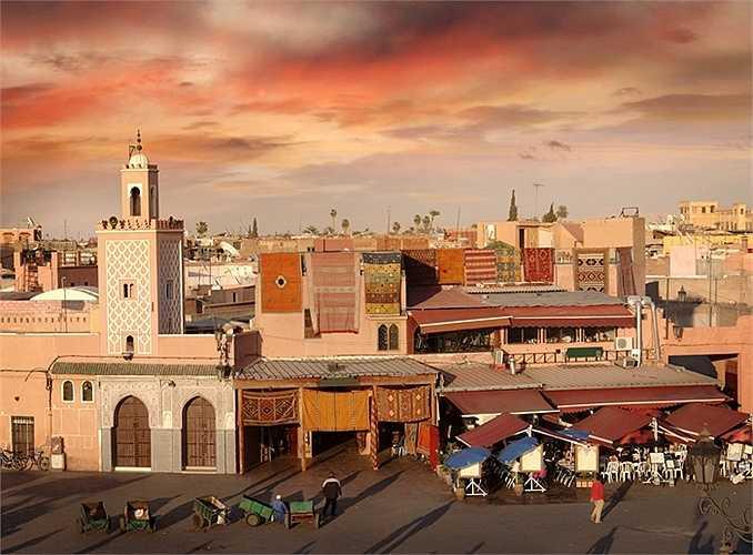 1. Marrakech, Ma Rốc: Đây là điểm đến được xếp thứ nhất trong top, một nơi huyền diệu, ngập tràn những khu chợ, vườn tược, cung điện và nhà thờ Hồi giáo.