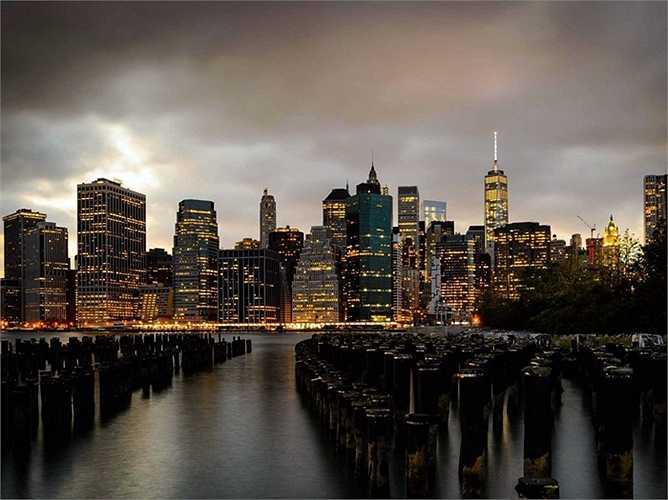 11. New York, Mỹ: Du khách sẽ thấy một thành phố náo nhiệt, sôi động với đủ loại hình văn hóa, thể thao, lịch sử, nhà hàng và khu mua sắm. Ngoài ra còn có Tòa Nhà Empire State, Tượng Nữ thần Tự do và Bảo tàng Nghệ thuật Đô thị là những nơi được du khách đặc biệt ưa thích.