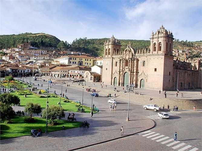 16. Cusco, Peru: Nơi đây nổi tiếng với những con đường đá, Cung điện Qoriacancha và nhà thờ Santo Domingo. Du khách sẽ mua được hàng dệt may đặc biệt, tham gia các lễ hội mùa hè sống động và các kỳ quan khảo cổ tại Cusco.