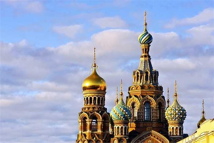 17. St. Petersburg, Nga: Đây là trung tâm văn hóa của cả nước với nét kiến trúc độc đáo của Cung điện Mùa đông và Nhà thờ lớn Kazan. St. Petersburg còn có những màn nghệ thuật, giải trí về đêm, ẩm thực tinh tế và các khu văn hóa đa dạng.