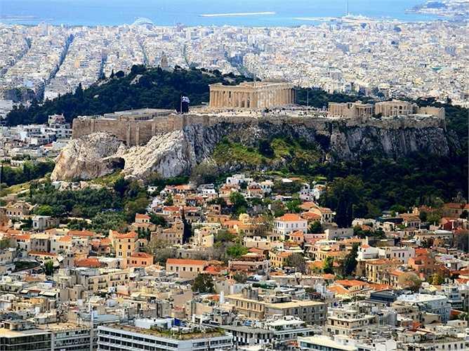20. Athens, Hy Lạp: Các công viên và đường phố sạch sẽ, hệ thống tàu điện ngầm và sân bay cực kỳ hiện đại và các con đường cao tốc mới. Tại đây còn có những cột trụ của lịch sử phương Tây, từ Acropolis cho tới đền thờ thần Olympian Zeus và những bảo vật trong Bảo tàng Khảo cổ Quốc gia.