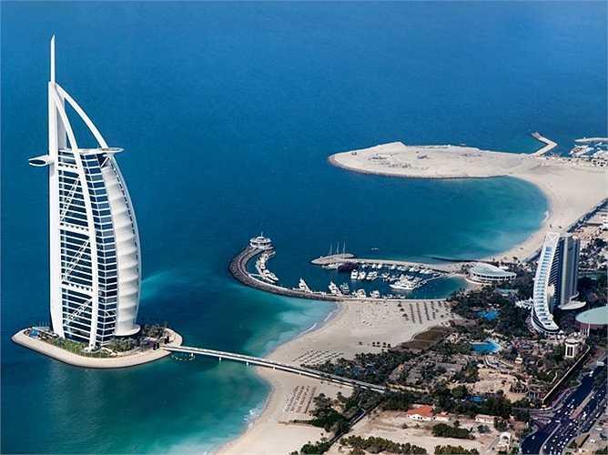 24. Dubai, Các Tiểu vương quốc Ả Rập Thống nhất: Dubai là một thành phố cao cấp với những màn biểu diễn nhạc nước lớn nhất, tòa nhà cao nhất (Burj Khalifa), khách sạn 7 sao duy nhất (Burj al-Arab), hòn đảo nhân tạo lớn nhất (Quần đảo Palm) và khu vườn hoa tự nhiên lớn nhất (Vườn Miracle).
