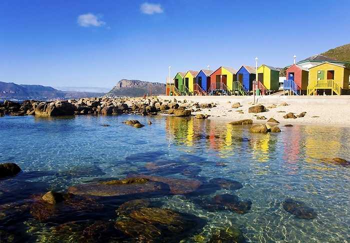 10. Trung tâm Cape Town, Nam Phi: cảnh đẹp hoàn hảo như tranh tại Bãi biển Blaauwberg và Vườn thực vật quốc gia Kirstenbosch. Du khách cũng có thể đến thăm nhà tù trên Đảo Robben để trải nghiệm về quá khứ đầy đau thương tại đây.