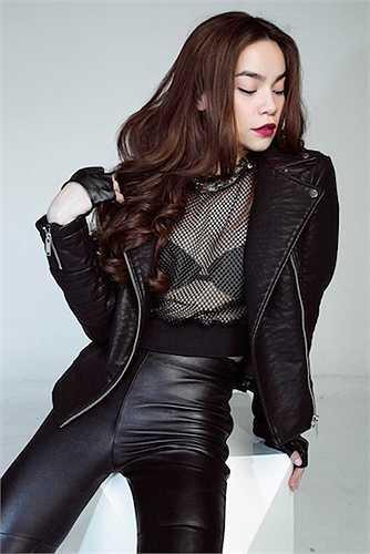 Hồ Ngọc Hà thường xuyên mặc đồ xuyên thấu, nhưng hiếm khi cô bị chỉ trích vì ăn mặc vô duyên từ tín đồ thời trang