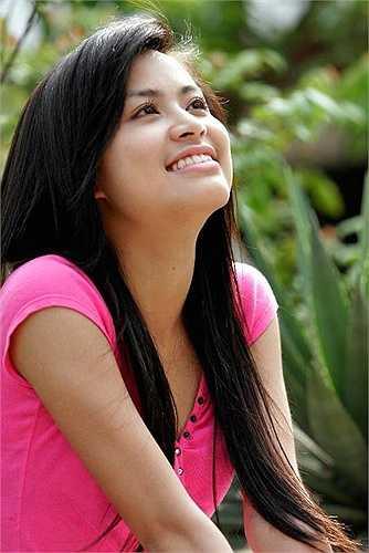 Nổi lên từ bộ phim 'Nhật ký Vàng Anh', Hoàng Thùy Linh được nhiều khán giả ngưỡng mộ với vẻ đẹp trong sáng, đáng yêu.