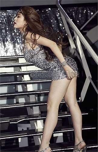 Nữ diễn viên của 'Thần tượng' thường xuyên diện những bộ đầm ngắn cũn khoe vẻ gợi cảm và minh chứng cho sự trưởng thành trong hình ảnh.