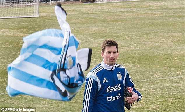Trung bình mỗi năm, Messi còn bỏ túi thêm hơn 20 triệu Bảng từ những bản hợp đồng giao dịch thương mại với các đối tác lớn như Adidas, FIFA 15 hay Turkish Airline.