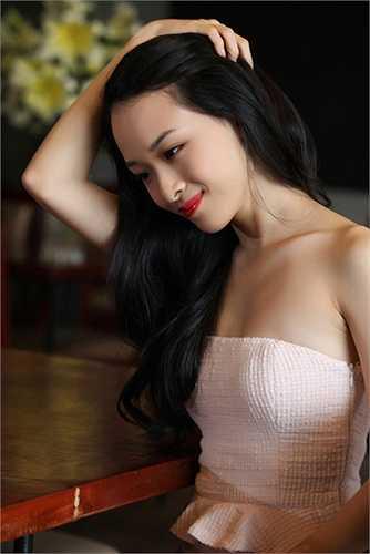 Trương Hồ Phương Nga là cái tên đang gây sốt nhất làng giải trí khi vướng vòng lao lý với tội danh lừa đảo, chiếm đoạt tài sản lên đến hàng chục tỷ đồng.
