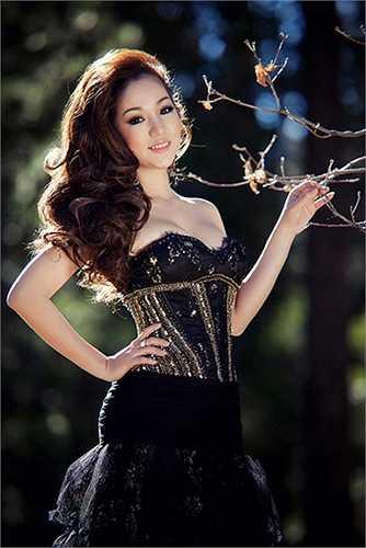 Lần đầu tiên thử sức ở cuộc thi sắc đẹp, danh hài đã gây bất ngờ cho người hâm mộ khi giành giải Á hậu 2.