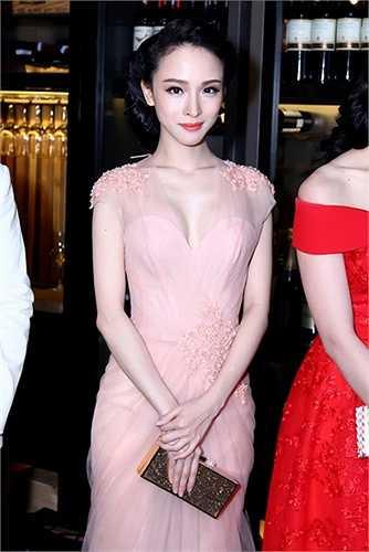 Người đẹp đăng quang Hoa hậu người Việt tại Nga năm 2007. Sau khi giành vương miện cô ở lại Nga học tập và sau một thời gian mới trở về Việt Nam.
