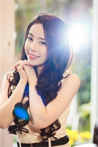 Quỳnh Nga là nữ ca sĩ, diễn viên nổi tiếng với phong cách sexy, gợi cảm.