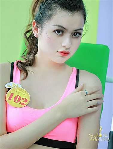 Các thí sinh cuộc thi Nữ sinh thanh lịch Đại học Quốc gia Hà Nội thực hiện bộ ảnh khoe nét đẹp khỏe khoắn, quyến rũ với trang phục thể thao.