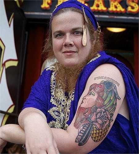 Người được mệnh danh 'quý cô râu', Jessa, 29 tuổi, sống tại Las Vegas, Mỹ, sở hữu bộ râu dài nhất thế giới (30cm).