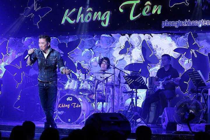 Đêm qua, khán giả ngoài việc thưởng thức những bài hát hay còn được chứng kiến những màn kết hợp đặc biệt như: Mr Đàm song ca cùng Quang Linh và Dương Triệu Vũ, Lệ Quyên hát cùng Quang Linh.