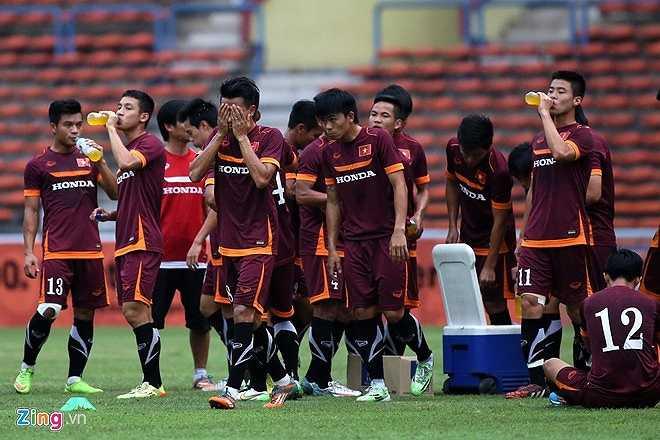 Thế nhưng khi về lại sân nhà Mỹ Đình, sự chủ quan và thiếu cẩn trọng của hàng thủ đã giúp Malaysia ngược dòng đoạt vé vào chung kết.