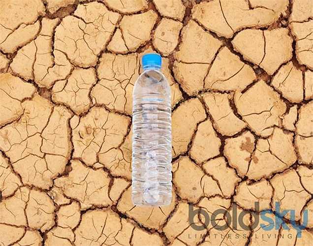 Không phải khi khát, là bị mất nước: cảm giác khát nước không phải là một dấu hiệu của sự mất nước. Cảm thấy khát chỉ là một sự phòng thủ để bảo vệ cơ thể khỏi tình trạng mất nước.