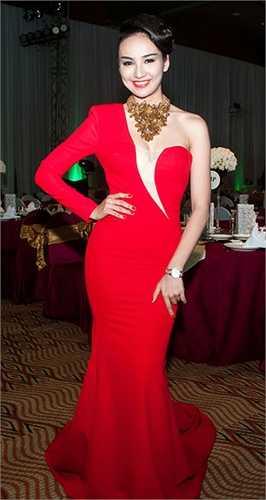 Người đẹp Ngọc Diễm luôn yêu thích phong cách gợi cảm mỗi khi đi sự kiện
