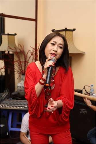Các tác phẩm của 2 vị nhạc sĩ đã rất đỗi quen thuộc với khán giả, chính vì thế mà ngoài phần nhìn, phần âm nhạc được nữ danh ca cùng giám đốc âm nhạc Nguyễn Quang ưu tiên hàng đầu