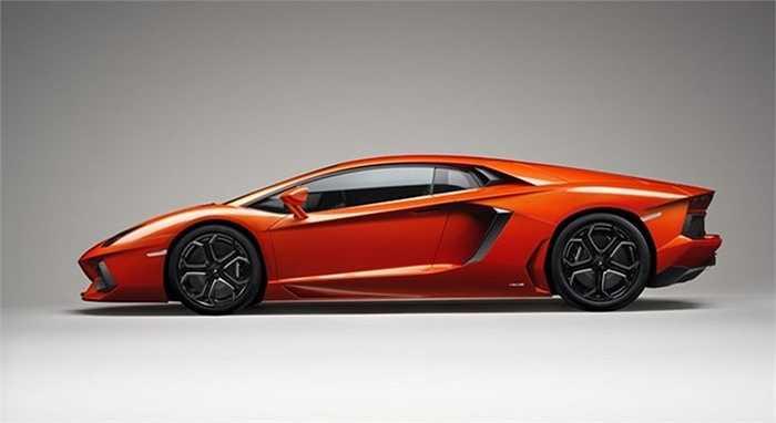 Những đường nét chắc khỏe, khiến người ta liên tưởng đến một máy bay chiến đấu, làm nên vẻ đẹp đặc trưng của thương hiệu Lamborghini.